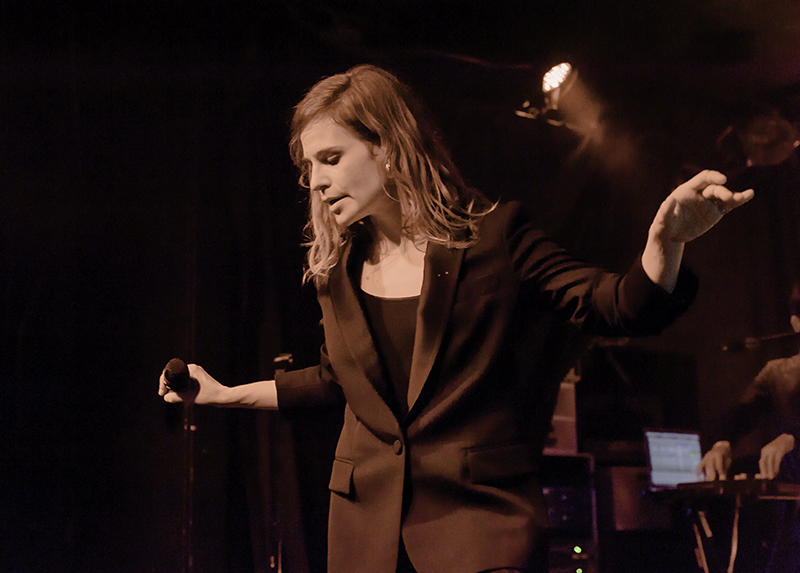 CHRISTINE & THE QUEENS - Queen of Pop. - Page 6 DSC3626-2-copy