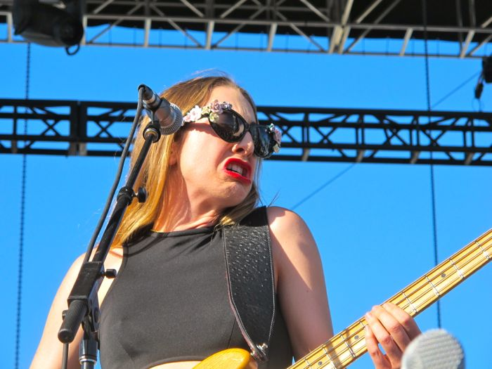 Songs you are listening to right now ♫ ♪ ♫ - Page 29 Coachella2014-haim2